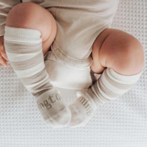 chaussettes en laine bébé beige et blanc